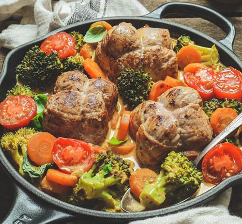 Recette de curry de légumes au lait de coco et paupiettes de porc